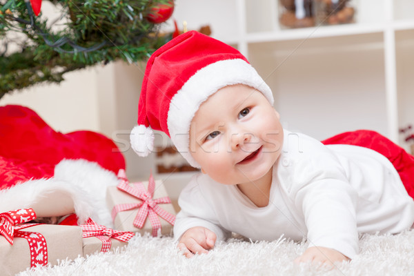 商业照片: 可爱 · 婴儿 · 圣诞老人 · 帽子 · 圣诞树 · 礼物