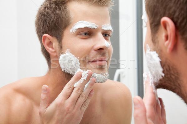 Manhã higiene homem olhando espelho Foto stock © tommyandone
