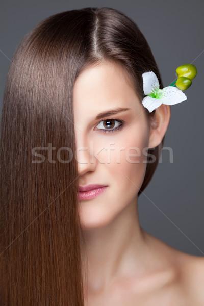 Mooie brunette lang steil haar jonge haren Stockfoto © tommyandone