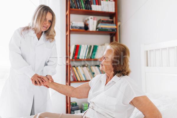 Atención ancianos médico paciente casa apoyo Foto stock © tommyandone