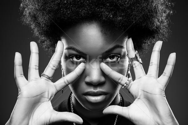 Mulher negra africano jovem mãos cabelo Foto stock © tommyandone