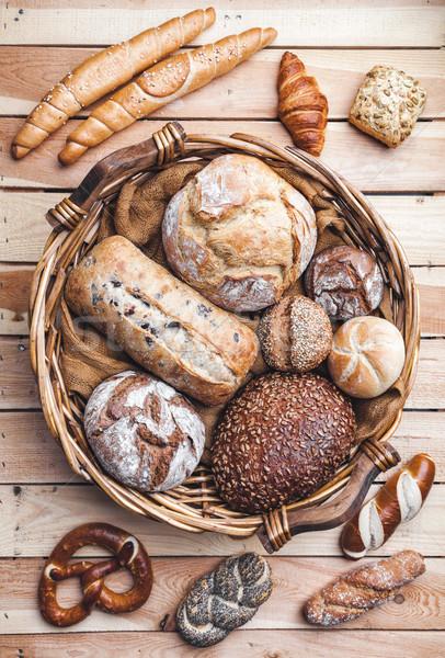 Basket completo fresche pane legno Foto d'archivio © tommyandone