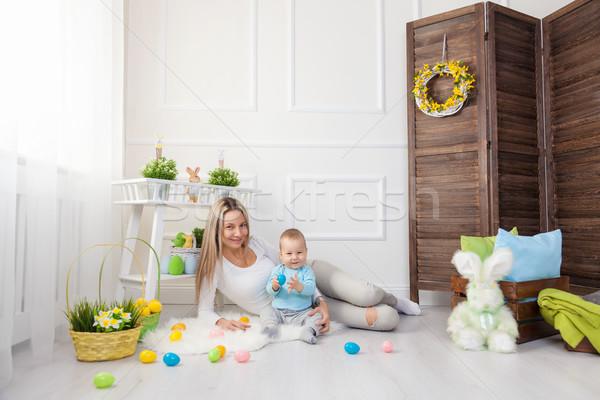 Anne çocuk easter egg hunt ev Stok fotoğraf © tommyandone