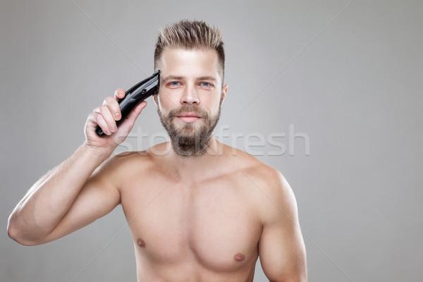 Yakışıklı adam kendi saç yakışıklı sakallı Stok fotoğraf © tommyandone