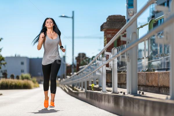 Ville entraînement belle femme courir urbaine belle Photo stock © tommyandone
