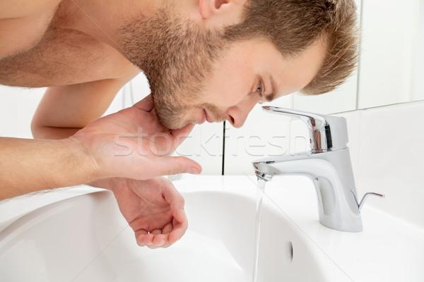 Stockfoto: Man · wassen · gezicht · badkamer · wastafel · water