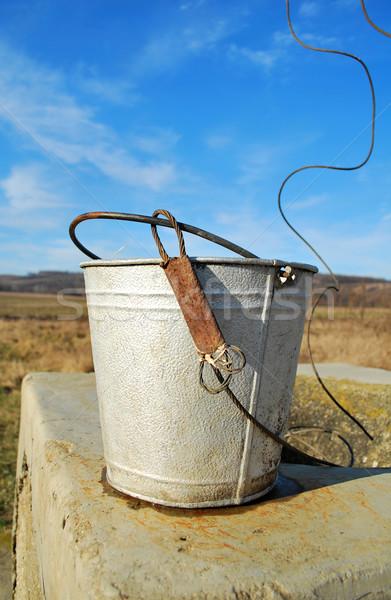 Edad cubo metal rústico tradicional rumano Foto stock © tony4urban