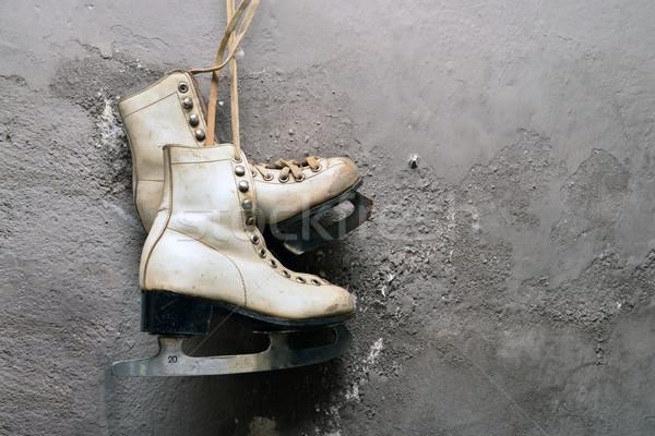Vintage glace patins femmes suspendu gris Photo stock © tony4urban