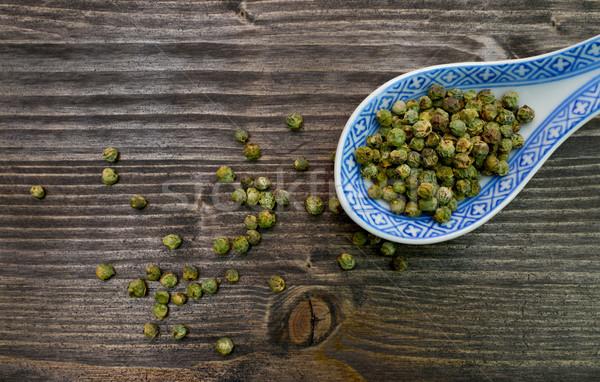 Vert poivre cuillère fèves sombre bois Photo stock © tony4urban