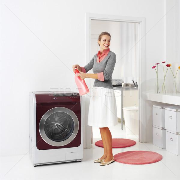 Ev kadını deterjan çamaşır makinesi çamaşırhane oda kadın Stok fotoğraf © toocan