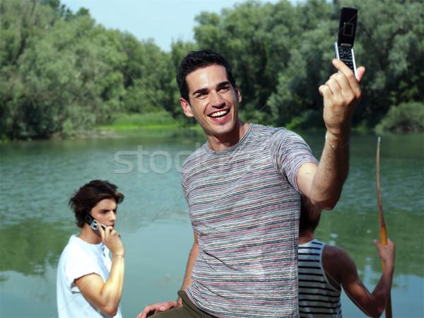 Fickó elvesz fotó jóképű fiatal mobiltelefon Stock fotó © toocan