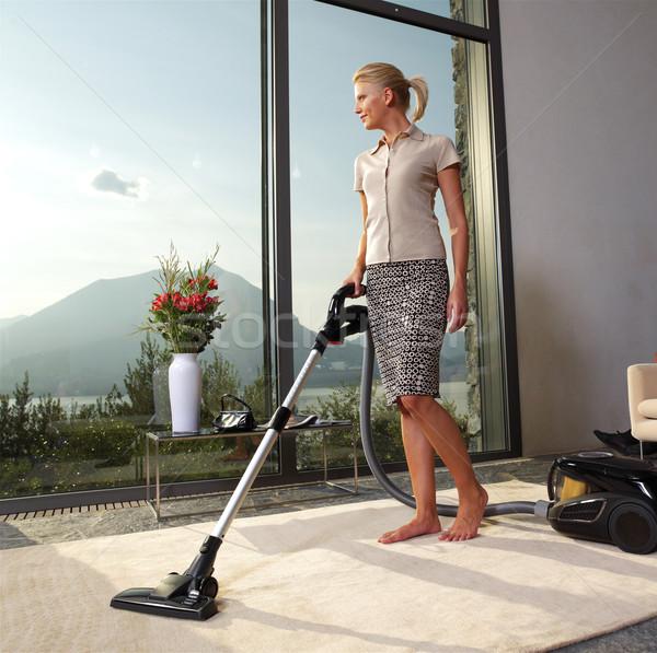 Huishoudelijk werk stofzuiger home keuken vrouw Stockfoto © toocan