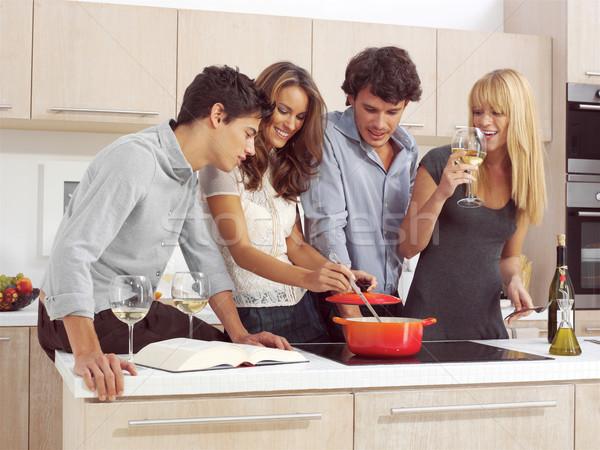 Amici colazione gruppo giovani moderno cucina Foto d'archivio © toocan