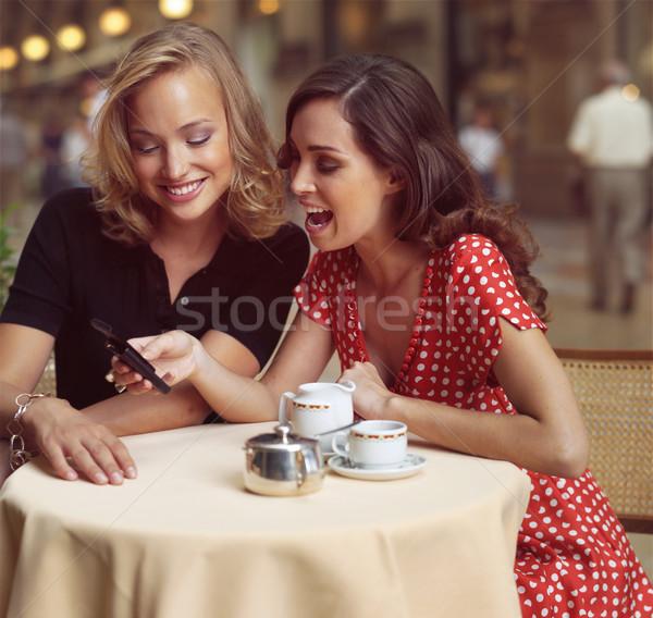 Imprenditrici cellulare due felice città donne Foto d'archivio © toocan