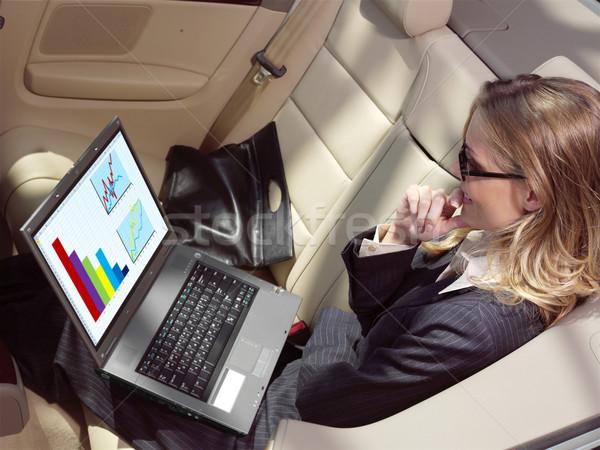 Сток-фото: деловая · женщина · вентилятор · ноутбука · черный · автомобилей · женщину
