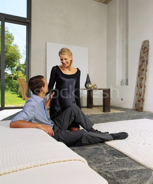 Boldog újonnan házaspár otthon kanapé szeretet Stock fotó © toocan