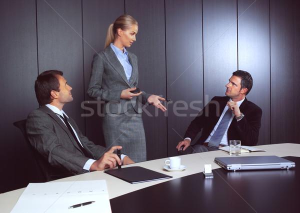 üzletemberek dolgozik modern előadás üzlet férfi Stock fotó © toocan