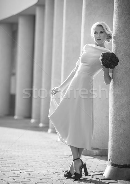 Gelukkig jong meisje glimlachend poseren outdoor mode Stockfoto © traza