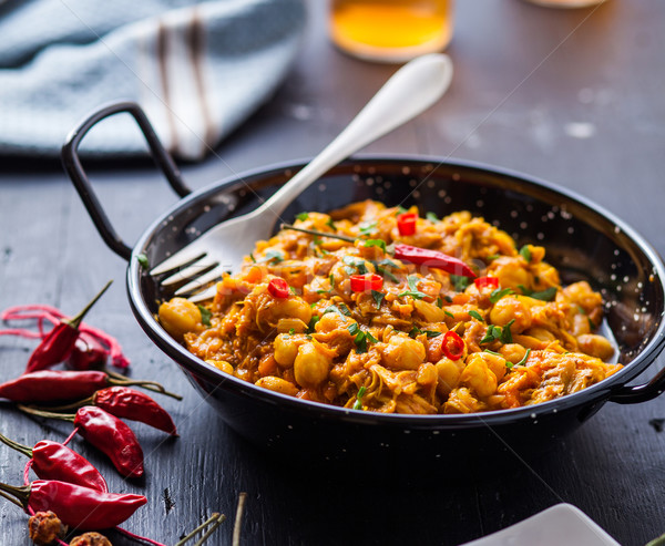 Indiaas eten indian kip curry erwten schaal Stockfoto © trexec