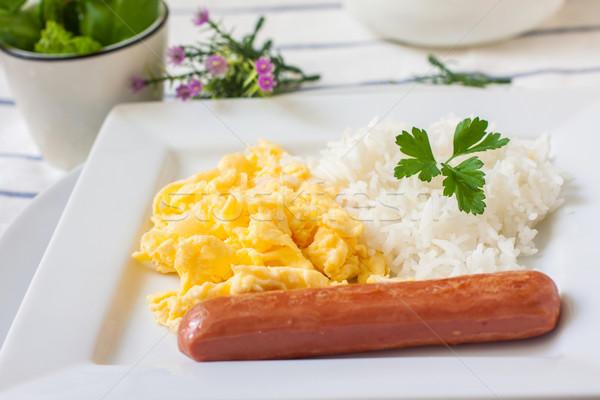 Rántotta reggeli kontinentális reggeli kolbász főtt rizs Stock fotó © trexec