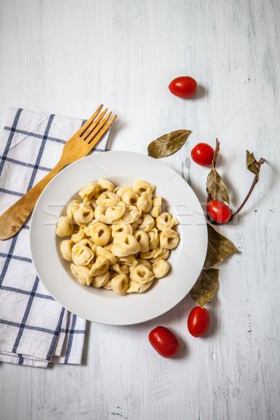 Italiaans eten tortellini tomaat kruiden witte plaat Stockfoto © trexec