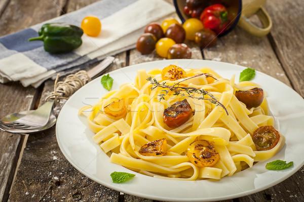 Italiano macarrão caseiro tagliatelle tomates ervas Foto stock © trexec