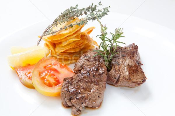 Marhahús kettő lédús bifsztek sültkrumpli gyógynövények Stock fotó © trexec