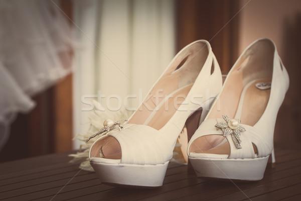 Ayakkabı çift düğün ahşap masa renk Stok fotoğraf © trexec