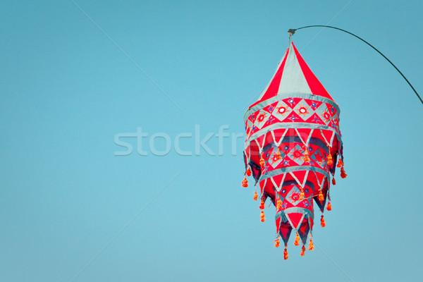 Lantaarn mooie Rood opknoping heldere blauwe hemel Stockfoto © trgowanlock