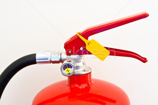 Yangın söndürücü üst kırmızı krem renkli duvar Stok fotoğraf © trgowanlock
