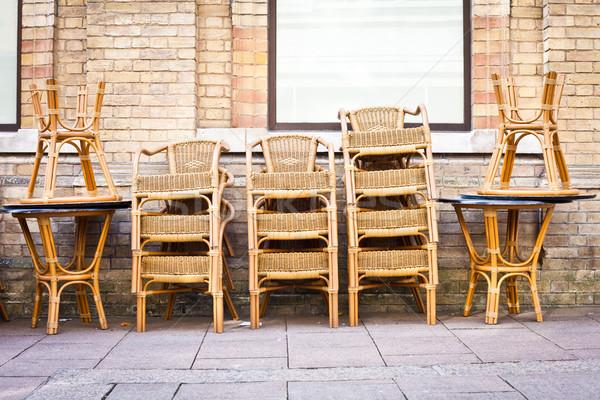 Stoelen buiten cafe stad business Stockfoto © trgowanlock