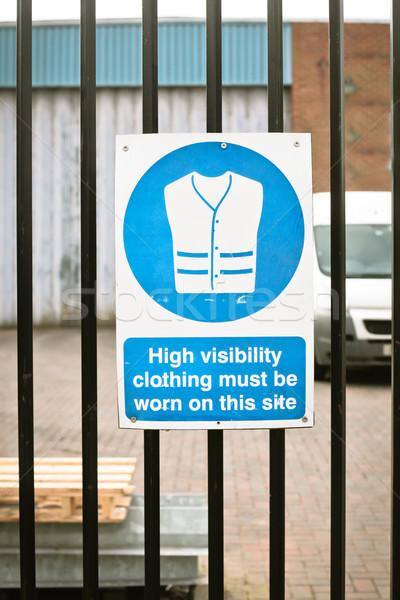 Teken hoog zichtbaarheid kleding gebouw Stockfoto © trgowanlock