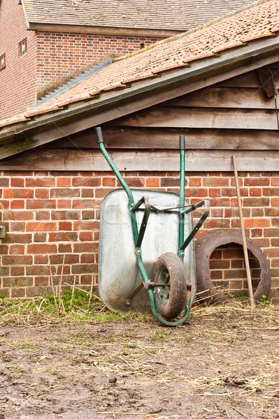 手押し車 草 木材 作業 ファーム 赤 ストックフォト © trgowanlock