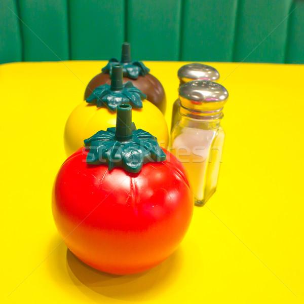 Fast food trillend afbeelding zout peper Stockfoto © trgowanlock