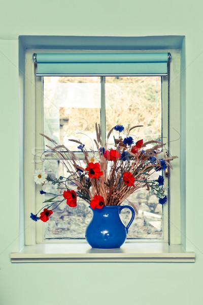 кувшин цветы свежие Летние цветы окна домой Сток-фото © trgowanlock