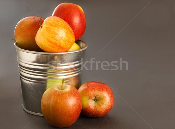 Almák friss gyümölcs fém konyha konténer Stock fotó © trgowanlock