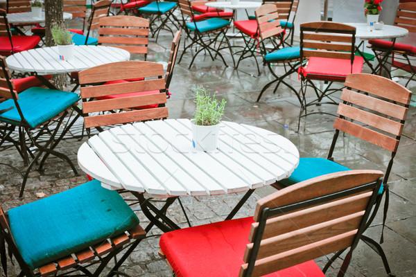 Stoelen buiten regen groene Blauw industrie Stockfoto © trgowanlock
