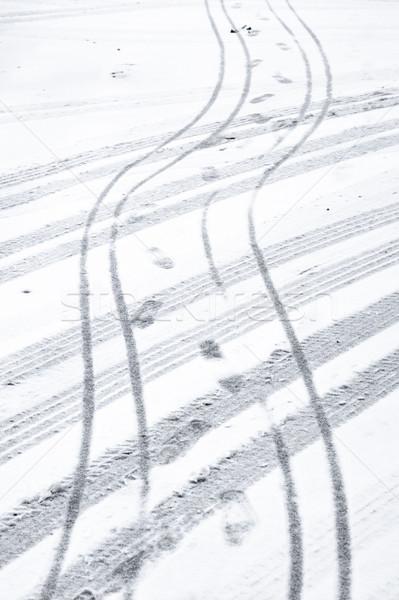 Weg auto fiets band voetafdrukken sneeuw Stockfoto © trgowanlock