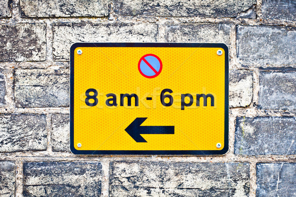 Estacionamento assinar urbano parede lei rodovia Foto stock © trgowanlock