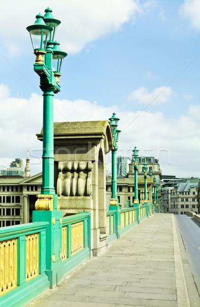Híd járda London néz észak út Stock fotó © trgowanlock