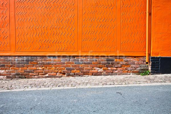 Oranje muur heldere trottoir gebouw achtergrond Stockfoto © trgowanlock