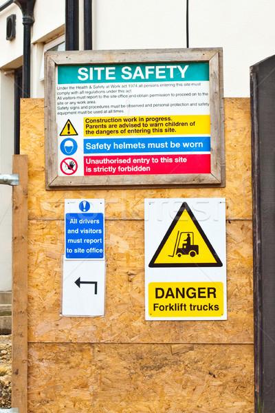 Bina işaretleri güvenlik sanayi Stok fotoğraf © trgowanlock