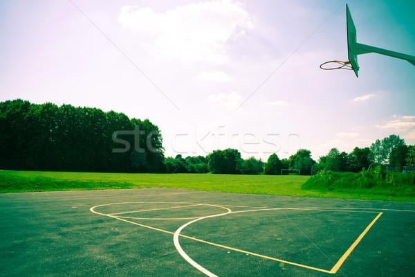 Basketbalveld dramatisch kleuren gras sport basketbal Stockfoto © trgowanlock
