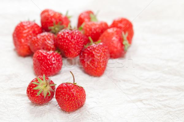 Aardbeien vers rijp witte oppervlak voedsel Stockfoto © trgowanlock
