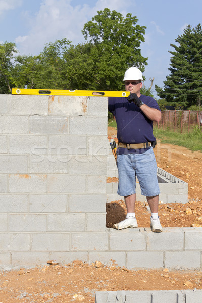Albañil concretas supervisor edificio paredes hombre Foto stock © Trigem4