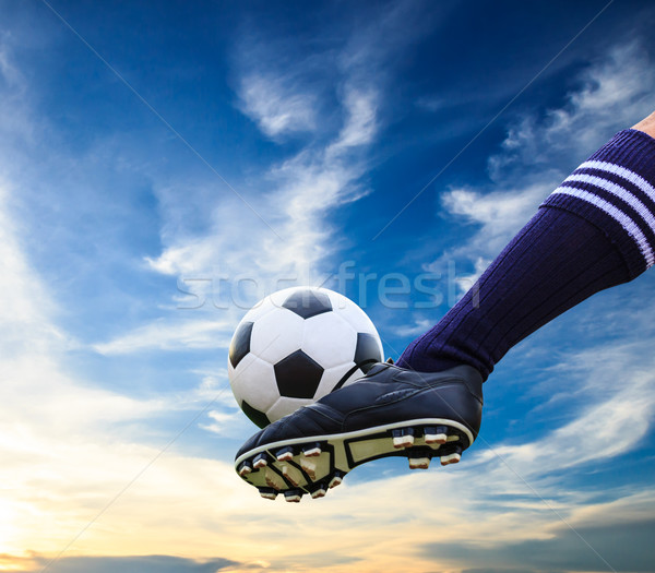 Pie balón de fútbol hierba fútbol deporte Foto stock © tungphoto