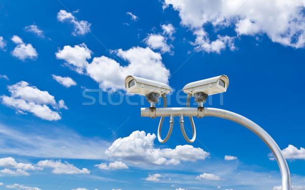 Inwigilacja kamery Błękitne niebo niebo miasta technologii Zdjęcia stock © tungphoto