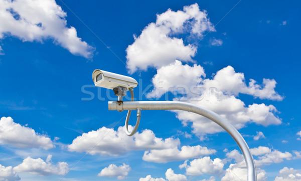 Extérieur cctv caméra ciel bleu sécurité ciel Photo stock © tungphoto