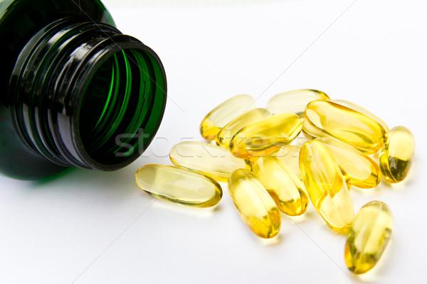 Halolaj kapszula orvosi egészség csoport tudomány Stock fotó © tungphoto