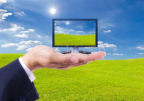Lcd monitor hand geïsoleerd televisie lichaam Stockfoto © tungphoto